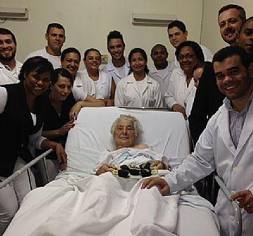 Celebrando com a Paciente Sra. Helena Reiner Oliveira